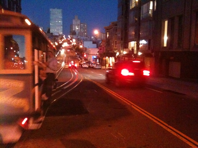 Cable car approaching on California St.